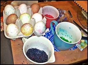 Ostereier Reisfarben